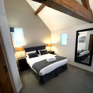 Bright and clean en suite double room with high ceilings and wooden beams
